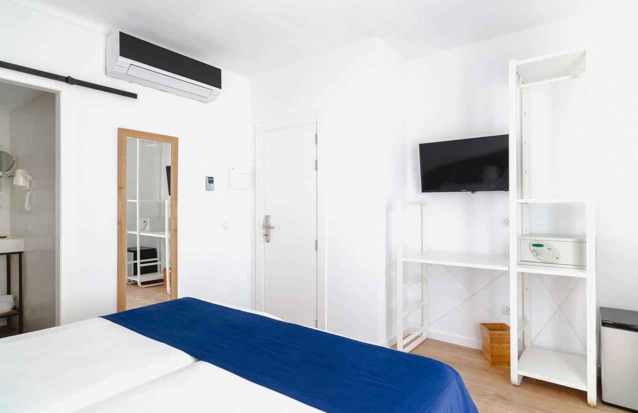 AZULAZULETE · Arquitectura e Interiorismo – Uep! Blanca, Mallorca 2019